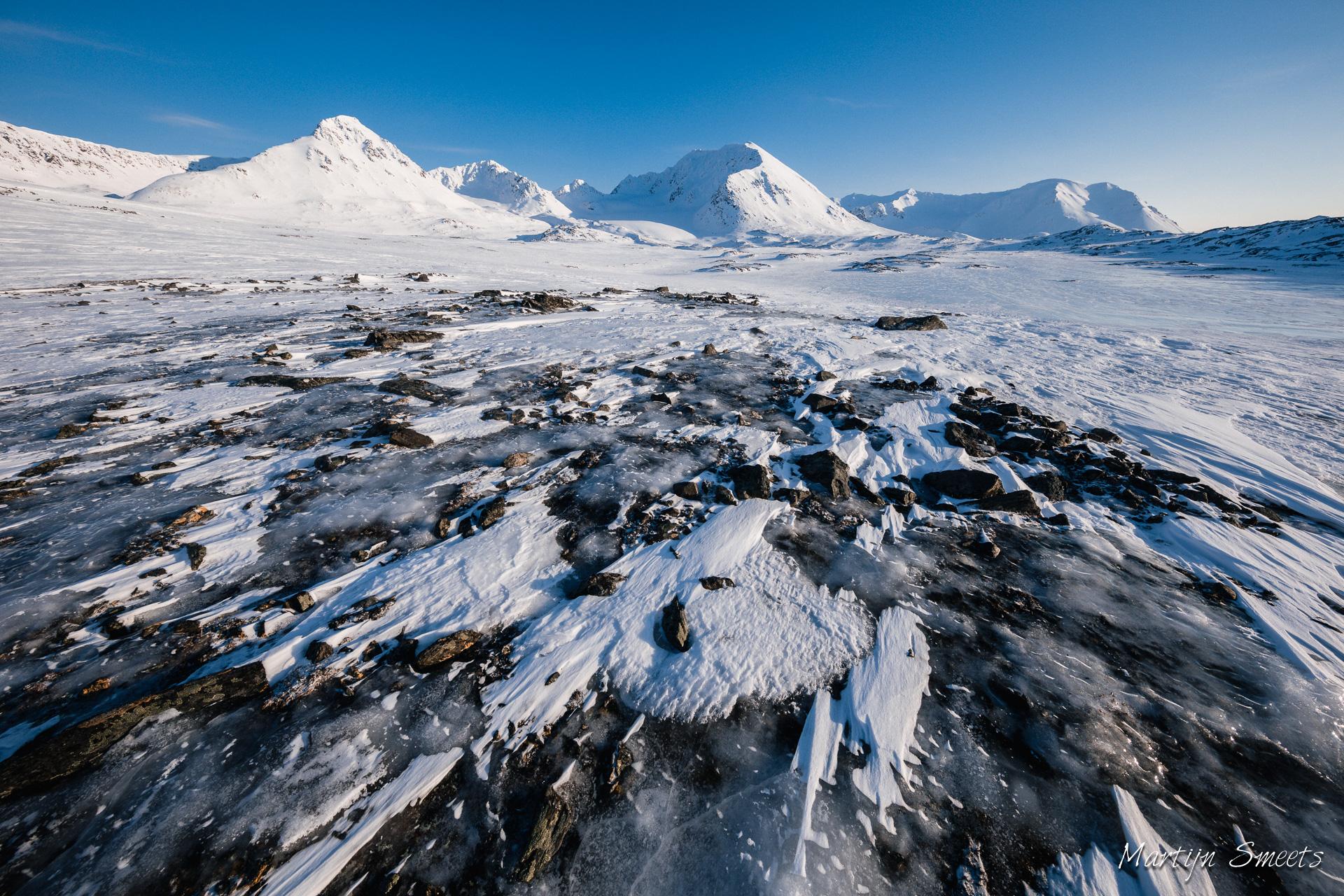 Het binnenland van West-Spitsbergen, gezien vanuit Signehamna
