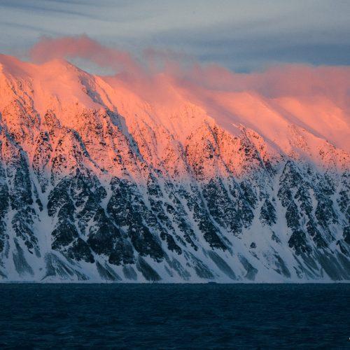 Zonsondergang in Krossfjorden, Spitsbergen